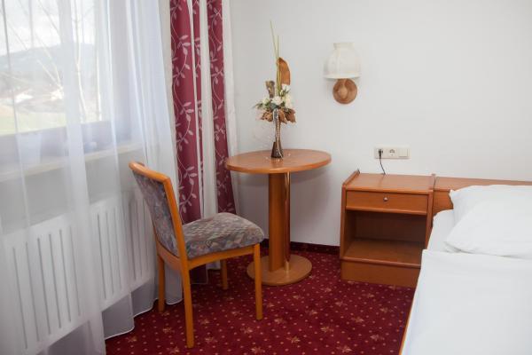 Hotel Pictures: Chiemgau Hotel Viktoria, Bergen