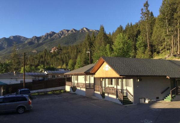 Hotel Pictures: Celadon Lodge, Radium Hot Springs