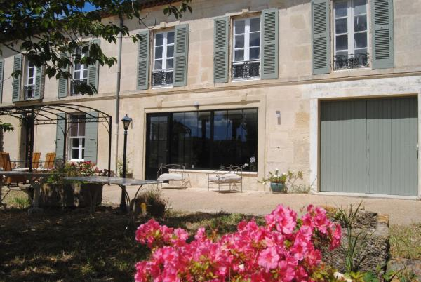 Hotel Pictures: Le Mas Marguerite, Raphèle