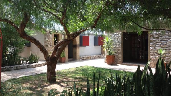 Hotel Pictures: Nkisi Trans-Kgalagadi Selective Hotel, Kang