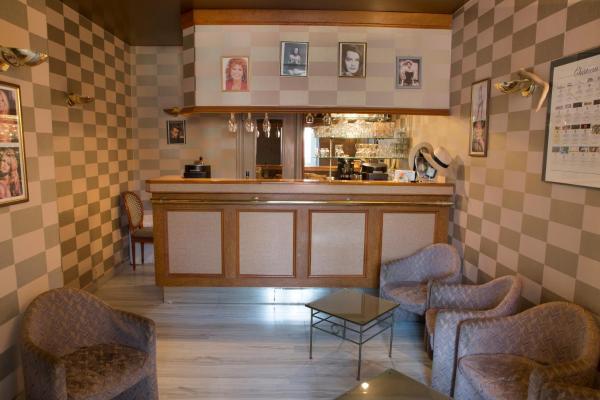 Hotel Pictures: Blanche de Castille, Bléneau