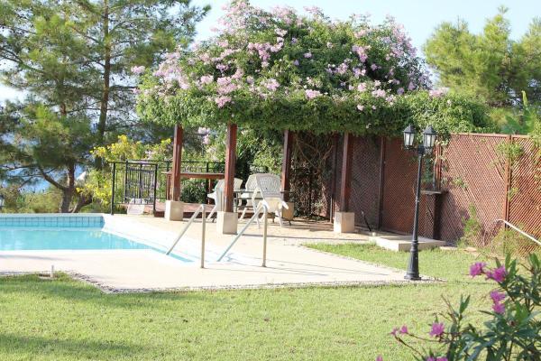 Hotel Pictures: Knossos Villa, Argaka