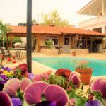 Jacuzzi Pool House, Chalkida
