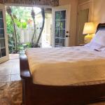 Custom-Built Exquisite Master Suite PVT Entrance Near Beaches-Kapolei, Kapolei