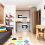 Colourful Modern Brixton 2-Bed with Balcony, London