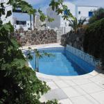 Villa Garden, Fira