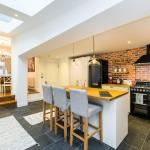 Stunning Spacious 4BD House with Garden - Sleeps 8,  London