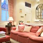 Calm 2-Bed Family Home in Shepherd's Bush, London