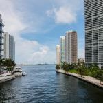 LUXURY 5-STAR CONDO @47TH floor in Icon Brickell !, Miami