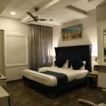 Hotel Posh,  Chandīgarh