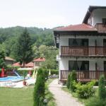 Hotel Pictures: Family Hotel Bile, Beli Osŭm