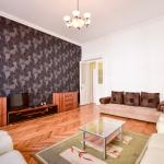 Black Feathers Central Luxury Apartment, Budapest