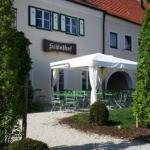 Hotel Pictures: Schlosshof anno 1743, Wolnzach