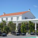 Hotel Pictures: Hotel La Maison sur l'Eau, Barbâtre