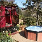 Hotel Pictures: Dormir en Roulotte, Chaponost