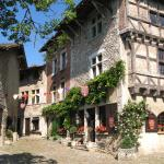 Hotel Pictures: Hostellerie du Vieux Pérouges, Pérouges