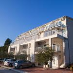 Apartments Dalmatino, Komarna