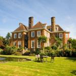 Hotel Pictures: Barnett Hill, Guildford