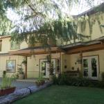 Hotel Pictures: Cedar Wood Lodge Bed & Breakfast Inn, Port Alberni