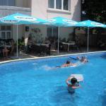 ホテル写真: Peshev Family Hotel Nesebar, ネセバル