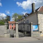 Hotel Pictures: Petit Chateau Armand Bourgoin, Raincourt