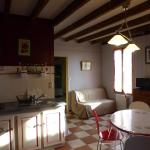 Hotel Pictures: Appartement Terrasson, Puisseguin
