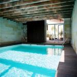 Hotel Pictures: Maison d'Hôtes L'Arbre Rouge, Génissac