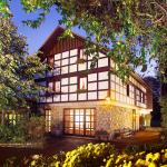 Hotel Pictures: Landhotel Der Schwallenhof, Bad Driburg
