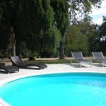 Hotel Pictures: Manoir Larcouillet, Merles