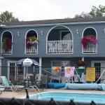 Hotel Pictures: Kingsbridge Inn / Bon-Air Motel, Wasaga Beach