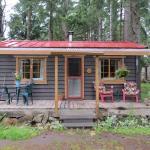 Hotel Pictures: Raylia Cottage, Mayne Island