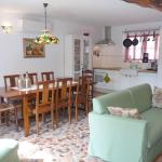 Hotel Pictures: Gite Allier, Montaigu-le-Blin
