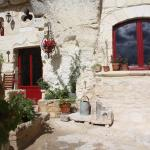 Hotel Pictures: Les Chambres d'Hôtes Troglo du Rossignolet, Loches