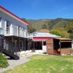 Tombstone Backpackers, Picton
