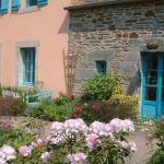 Hotel Pictures: Chambres et Jardin d'hôtes le Presbytère, Perret