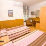 Hotel Pictures: Hostal Lizana, Huesca