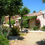 Hotel Pictures: B&B Villa les Tamaris, Régusse