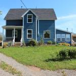 Hotel Pictures: Seaweed and Sod Farm Bed and Breakfast, Kempt Head