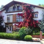 Hotel Pictures: Apartamentos Dos Robles, Somo