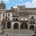 Hotel Pictures: Alojamientos Plaza Mayor, Trujillo