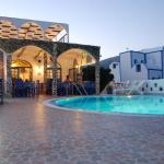 Honeymoon Beach Apartments, Perivolos