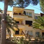 Hotel Pictures: Apartamentos Los Pinos, Cala Murada