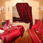 Hotel Pictures: Maison d'hôtes La Roulotte des 4 Saisons, Sazeray