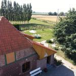 Hotel Pictures: Gîte de La Ferme des Crins Blancs, Hazebrouck