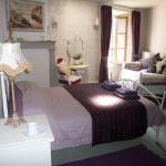 Hotel Pictures: La Grenouille Joyeuse, Rochechouart