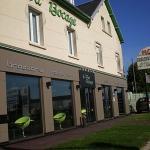 Hotel Pictures: Logis Hotel Le Vert Bocage, Franqueville-Saint-Pierre
