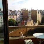 Bright apartment close to Champs Elysées, Paris