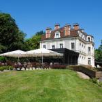 Hotel Pictures: Château de La Dame Blanche - Logis, Geneuille