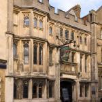 George & Pilgrim – RelaxInnz, Glastonbury