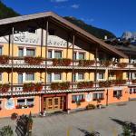 Hotel Azola,  Canazei